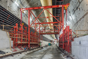 2)&nbsp;&nbsp;&nbsp;&nbsp;&nbsp; The first working section in the tunnel tube: the realization of starter units which form the foundation for the tunnel-in-tunnel. This area is formed with custom steel formwork. The two support areas – one for the rising wall, another for the prefabricated panel which is mounted at the end of all reinforced concrete work and subsequently forms the bottom carriageway slab – are clearly visible <br />