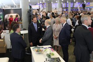 "<div class=""bildtext_en""><span class=""bildunterschrift_hervorgehoben"">8</span>The Norwegian Crown Prince Haaken Magnus (centre) visiting the WTC exhibition</div>"