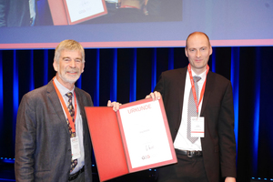 "<div class=""bildtext_en""><strong>2	</strong>Dr.-Ing. Dipl.-Wirtsch.-Ing. Jörg Bauer (on the right) accepted the Leopold Müller Prize 2018 certificate with pride from Prof. Schubert</div>"