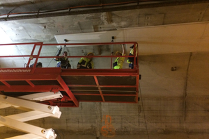 "<div class=""bildtext_en"">Fixing of the Tx fire protection boards to the tunnel ceiling</div>"