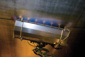 """<div class=""""bildtext"""">Der Ausleger des Tunnelwaschgeräts FME 600-T von Mulag ist zum Reinigen von Wänden, Decken und Leuchtbandeinrichtungen in Tunneln und Unterführungen konzipiert</div>"""