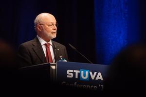 "<div class=""bildtext_en"">ITA president Prof. Tarcisio Celestino praises the STUVA</div>"