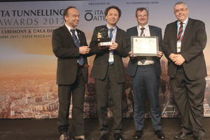 """<div class=""""bildtext_en"""">Delighted representatives of the winning project from Hong Kong – the MTR Shatin to Central Link</div>"""