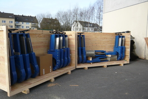 """<div class=""""bildtext_en"""">Air freight packing of material for Doha shortly before dispatch at A.S.T. Bochum</div>"""