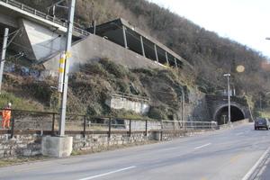 """<div class=""""bildtext""""><strong>2</strong>Tunnel Maroggia, Ansicht Portal Nord </div><div class=""""bildtext""""></div>"""