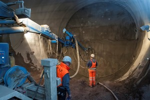 """<div class=""""bildtext_en""""><strong>9</strong>Spraying test in the tunnel before the start of tunnelling</div>"""