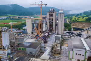 """<div class=""""bildtext_en""""><strong>2</strong>The Schelklingen plant of the HeidelbergCement AG. The plant is currently being thoroughly modernised: HeidelbergCement are investing more than 100 million euros in the construction of a modern heat exchanger kiln to replace the two old kilns</div>"""