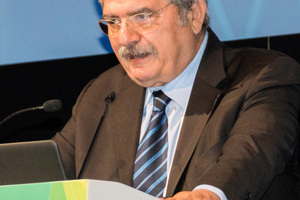 8Prof. Stefano de Caro stimmte mit seinem Vortrag über die historischen unterirdischen Bauwerke in Neapel auf den kommenden WTC 2019 ein