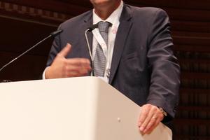 """Jürg Röthlisberger (ASTRA) hielt das Einführungsreferat """"Dichtestress im Tunnelbau"""""""