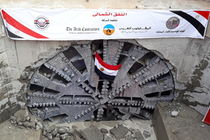 """<div class=""""bildtext_en"""">TBM entering the target shaft on the west side of the Suez Canal</div>"""