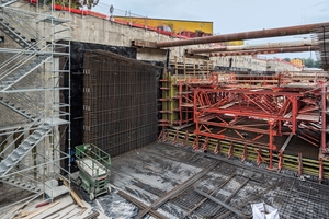 For the harbour tunnel in Bremerhaven, Peri delivered Variokit wall and roof formwork carriages as well as Peri Up Flex stair towers