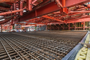 "<div class=""bildtext_en"">The tunnel sections are being produced using the back-step construction method, the wall formwork is self-supporting with two traversing beams over a complete section length</div>"
