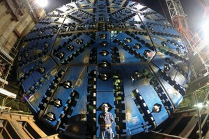 """<div class=""""bildtext_en"""">The 13.7 m diameter Slurry machine was designed to bore in abrasive granitic rock up to 130 MPa UCS at high water pressures. Robbins crews assisted the JV Obayashi-Taisei-Kosei contractor during Onsite First Time Assembly of the massive TBM in a jobsite just 30 m wide and 60 m long</div><div class=""""bildtext_en""""></div>"""
