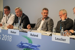 The podium discussion on the second day featured (from left): Chris Dulake, Dr.-Ing. Stefan Franz, Dr.-Ing. Klaus Rieker, Dr.-Ing. Peter Ruland and moderator Dr.-Ing. Roland Leucker