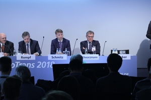 As part of the InnoTrans in Berlin in September, the STUVA once again organised the International Tunnel Forum. On the first day, STUVA managing director  Dr.-Ing. Roland Leucker (right) welcomed the experts for the podium discussion (left to right): Dipl.-Ing. Martin Muncke, Prof. Dr. Dirk Rompf, Dipl.-Ing. Martin Schmitz and Dr.-Ing. Rainer Schwarzmann