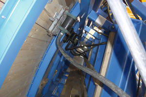 "<div class=""bildtext"">2	The formwork vibrators were attached very close to the formwork shell so that practically all of the vibration energy could be transferred to the concrete</div>"