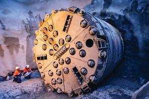 "<div class=""bildtext"">1Hard rock tunnel boring machine</div>"