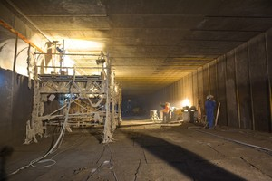 Wallring Tunnel rehabilitation: The fire-resistant concrete replacement product Nafufill KM 250 was applied in a layer thickness of approx. 4.5 cm by the wet-spray method <br />