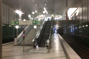 """<div class=""""bildtext"""">9Dülferstraße underground station in Munich; stairs to intermediate level</div>"""