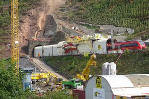 """<div class=""""bildtext_en"""">Der Petersbergtunnel wird derzeit saniert – und das bei laufendem Betrieb</div>"""