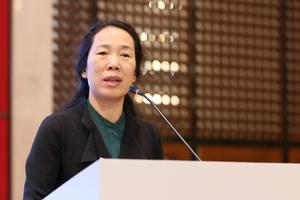 """<div class=""""bildtext_en"""">Professorin Jinxiu (Jenny) Yan ist die derzeitige Vizepräsidentin der ITA und Vizepräsidentin der chinesischen Gesellschaft für Tunnel- und Tiefbauarbeiten CCES (China Civil Engineering Society).</div>"""