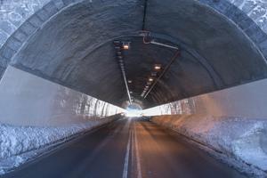"""<div class=""""bildtext"""">Die Instandsetzung machte den Tunnel bei Schliersee dauerhaft dicht – sowohl bergseitig, als auch im Tunnelinneren</div>"""