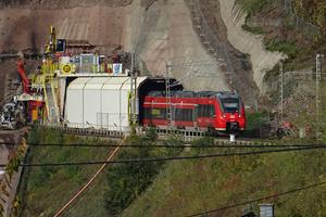 """<div class=""""bildtext"""">Bis Ende 2019 wird der Peterberg-Bahntunnel anhand der Tunnel-im-Tunnel-Methode unter laufendem Betrieb erneuert</div>"""