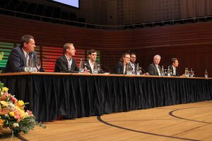 "<div class=""bildunterschrift_en"">Panel discussion with the speakers of the morning session (from left to right): Patrick Senn (conference manager), Pieter Mattelaer, François Redoutey, Silvia Schoch Keller, Olivier Müller, Urs Müller and Thomas Jesel</div>"