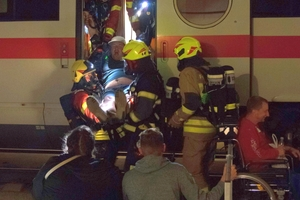 Great stress for the emergency services: rescue of seriously injured people from the train