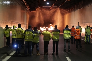 1	Fire test on a water-mist FFS in a tunnel