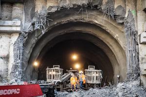 Nach rund zwei Jahren Vortrieb für den Tunnel Untertürkheim erfolgte Mitte November 2019 der Durchschlag der ersten von zwei Röhren im Bereich des künftigen Abstellbahnhofs
