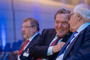 """<div class=""""bildunterschrift_en""""><span class=""""zahl_bildunterschrift"""">1</span>Best mood: the opening speaker, former Germanchancellor Dr. Gerhard Schröder with Dr. Martin Herrenknecht and the chairman of the STUVA, Prof. Dr.-Ing. Martin Ziegler</div>"""