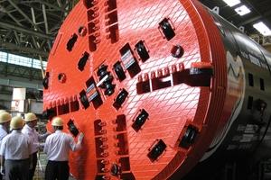 Ein von Mika gefertigter, auf die TBM montierter Bohrkopf mit einem Durchmesser von 4300 mm