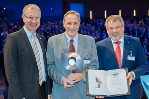 Honoured for his life's work to date: The President of the Swiss Amberg Group, Felix Amberg, received the prestigious STUVA Prize at the STUVA Conference 2019 (from left to right: STUVA Managing Director Prof. Dr.-Ing. Roland Leucker, Dipl.-Ing. ETH Felix Amberg and STUVA Chairman of the Board Univ.-Prof. Dr.-Ing. Martin Ziegler)