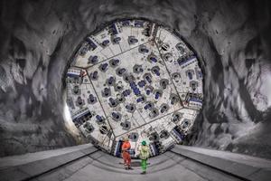 Im Frühjahr 2019 starteten die Vortriebe in den südlichen Hauptröhren des Brenner Basistunnels. Im März 2021 fuhr eine Herrenknecht-Doppelschild-TBM den Rekordwert auf der Baustelle Mauls 2–3 von 860 m Tunnel auf