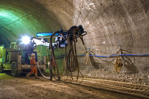 "<div class=""bildtext_en"">After blasting, the tunnel workers secure the tunnel surface with shotcrete. Concrete and accelerator mix in the shotcrete buffalo</div>"