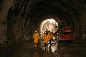 2 Visiting the access tunnel at Mauls in South Tyrol (Photo: BBT SE)<br />