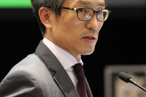 """<div class=""""bildtext_en"""">Chung-Sik Yoo reporting on the activities of Working Group 2</div>"""