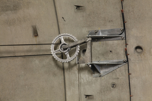 """<div class=""""bildtext_en"""">Detailed view of the high bond anchor FHB II 20 A4 used for anchoring the wheel tensioners</div>"""