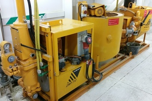 """<div class=""""bildtext_en"""">Pumping station (injection pump) on the TBM for adding bentonite directly to the excavation chamber</div>"""