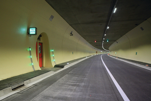 """<div class=""""bildtext_en"""">The new LED-based lighting solution in the Pfänder Tunnel plays an important role in ensuring safety in the tunnel. The LED light concept includes the lamps as well as the active guidance and the escapeway markings</div>"""