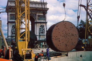 "<div class=""bildtext_en"">The world's first pressurized face TBM was built by Robbins in 1964 for the Paris RER Metro, using compressed air to hold the excavation face.</div>"