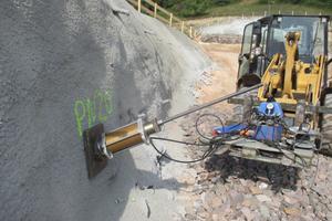 "<div class=""bildtext""><strong>6</strong>Zugversuch zur Bodennagelprüfung im Bereich Tunnel Hain</div>"