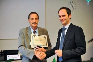 Stefan Kratzmeir is awarded the ITA-COSUF Prize by Felix Amberg (on the l.)