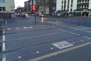 "<div class=""bildtext_en"">Crossing tracks equipped with LED ground caution elements </div>"