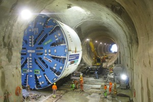 6 Pushing the TBM crosswise into the Weinberg Tunnel (Bosshart/Kobel/Stadelmann)<br />