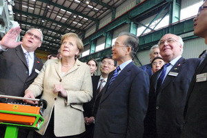 (Front row f.l.t.r) Bernd Leuthner (Managing Director Herrenknecht (Guangzhou) Tunnelling Equipment Co., Ltd.), Dr. Angela Merkel (Federal Chancellor of the Federal Republic of Germany), Wen Jiabao (Premier of the People's Republic of China) and Dr.-Ing. E.h. Martin Herrenknecht (Board Chairman Herrenknecht AG) during the presentation of the tunnel boring machine for the Dongguan Metro