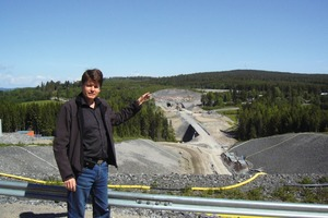 1 Looking towards the Bässholm Tunnel in the north: Kari Korhonen from Lemminkäinen explains the special features of the Adalsbanan<br />
