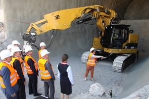 """<div class=""""bildtext"""">Gerlinde Kretschmann, die Gattin des Ministerpräsidenten von Baden-Württemberg, läutete als Tunnelpatin den Baustart des Albabstiegstunnels ein</div>"""