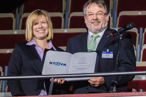"<div class=""bildtext_en"">	Award ceremony during the gala evening in the seating area in Westfalenhalle 1 in Dortmund (on the left: the winner of the STUVA Prize for Young Engineers, Dipl.-Ing. Nina Wassmann; on the right: Prof. Martin Ziegler, STUVA board chairman)</div>"